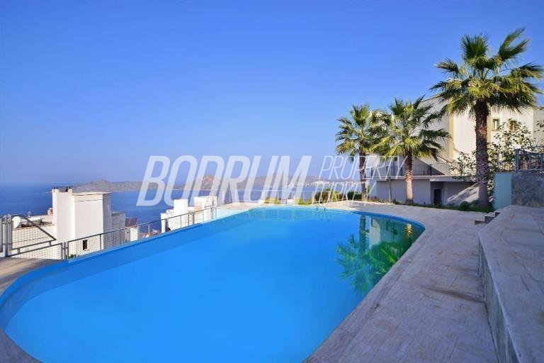 Luxury 2 Bedroom Apartment, Stunning Open Sea Views